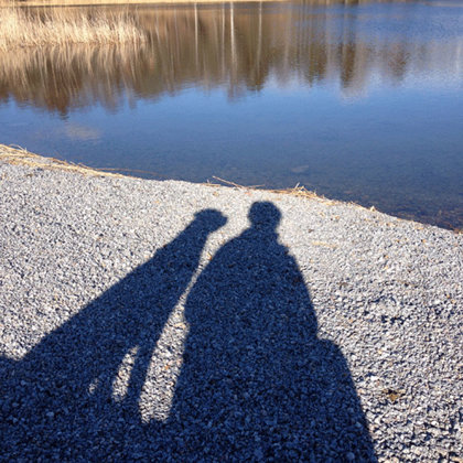 Shanti och matte vid sjön